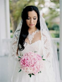 Classic bridal look with long sleeves @weddingchicks