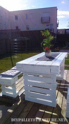 Wenn Sie in die Welt der DIY Paletten initiiert werden möchten, können ein guter Anfang dieser Satz von Gartenmöbel sein, die einen Tisch und zwei Bänke kombiniert. Beide Möbel sind relativ leicht …