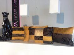Artikel > Bearbeiten: 4er Set Kissen-braun-orange-gold-hell braun-Afrikanischer Style -Luxus für die Couch • DIVA Home Living ®