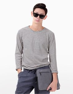 Amp up the cool vibe of your laid-back look with this stripe lightweight sweatshirt. Ideally paired with gray washed denim jeans and a pair of black lace-up sneakers. - Round neck - Long sleeves - Stripe pattern - Seamed hemline - Colors: Black, Ivory
