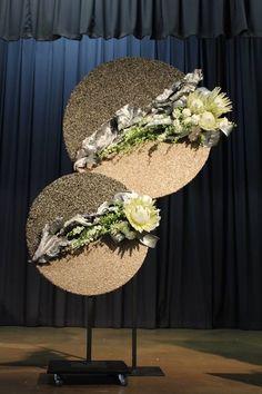 me ~ Anthurium floral art Deco Floral, Arte Floral, Floral Design, Dried Flowers, White Flowers, Beautiful Flowers, Flower Show, Flower Art, Arreglos Ikebana