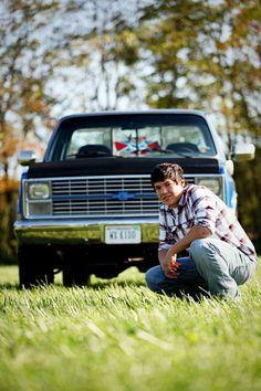Truck senior picture ideas for guys. Senior pictures with trucks. Truck senior pictures. #truckseniorpictureideas #truckseniorpictures #seniorpictureideasforguys
