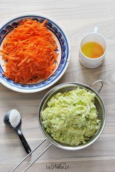 Placki z cukinii i marchewki z sosem pomidorowo-paprykowym Lettuce, Guacamole, Curry, Mexican, Vegetables, Ethnic Recipes, Food, Diet, Curries