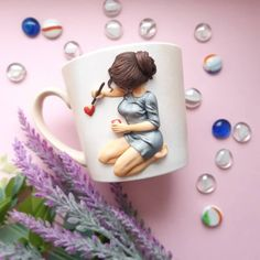 Image may contain: 1 person, coffee cup and indoor Polymer Clay Kunst, Polymer Clay Tools, Polymer Clay Figures, Cute Polymer Clay, Fimo Clay, Polymer Clay Charms, Polymer Clay Jewelry, Polymer Clay Recipe, Clay Wall Art