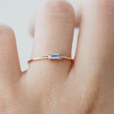 Aquamarin-Ring Baguette-Ring Gold Aquamarin Verlobungsring Source by Engagement Ring Rose Gold, Vintage Engagement Rings, Diamond Wedding Bands, Marquise Cut Engagement Rings, Minimalistic Engagement Ring, Diamond Rings, Rose Gold Stackable Rings, Diamond Heart, Vintage Rings