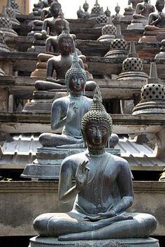Il Gangaramaya Temple, a Colombo, è stato costruito più di 120 anni fa. Benvenuti in #Sri Lanka.