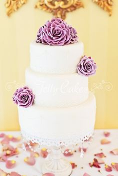vintage lilac & pearls wedding cake