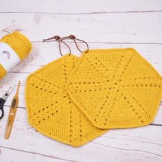 Retro Pot Holders - Mix pattern by Hobbii Design Knitting Designs, Knitting Patterns, Crochet Patterns, Knit Or Crochet, Free Crochet, Giraffe Crochet, Crochet Potholders, Yarn Thread, Pot Holders