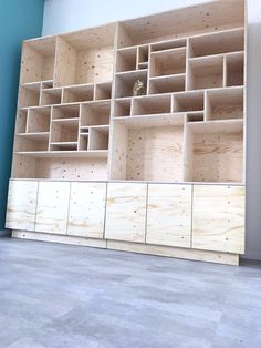 Pin by Björn Nagel on Inspiration - Regal in 2019 Shelves, Diy Furniture, Bookshelves, Plywood Furniture, Bookcase, Diy Woodworking, Home Diy, Furniture Design, Shelving