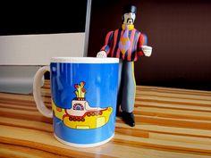 Todos vivemos em um submarino amarelo? A Laila Rodrigues não mora em um, mas toma café em uma caneca dedicada a ele! Conheça mais sobre ela!