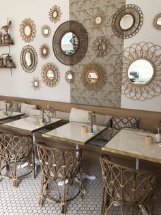 Dit is de mooiste insta hotspot van dit moment. Het belangrijkste in het interieur van Bam Boa? DETAILS!  Details zijn belangrijk voor ieder interieur en dat is precies waar Bam Boa goed in is; die puntjes op de i. Met de juiste accessoires creëer je ook thuis zo'n stijlvolle look. Blijf in hetzelfde kleurenpalet om voor rust en klasse te zorgen 🌾 // Hotspots Binnenkijker Interieur Inspiratie Boho Rotan Home Decor Amsterdam Bali Vibes Summer Outdoor #stylingtips #interieur #boho Cafe Interior Design, Cafe Design, Diy Wall Decor For Bedroom, Room Decor, Diy Décoration, Diy Mirror, Home Accents, Coffee Shop, Living Spaces