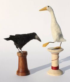 Dinny Pocock needle felt. ** These two are something different. I have to make a crow, so thanks! The goose is graceful (?) too. I like the use of the spools.