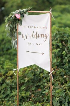 Give wedding signs and banners a green, ethereal feel by embellishing them with flowers and greenery with this boho-inspired IKEA wedding hack. #weddingdecoration