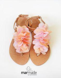 Chaussures de mariée - sandales en cuir à la main avec rose corail, décoration textile - Marmade