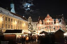 Weihnachtsmarkt christmas market in germany  Memmingen -  repinned by www.mybestgermanrecipes.com