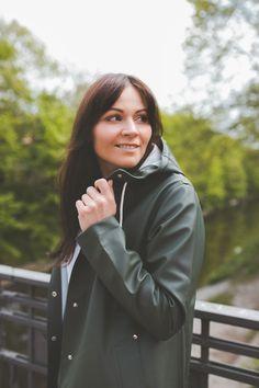 Fashion Weeks, Rainy Day Fashion, Green Raincoat, Rubber Raincoats, Rain Gear, Looks Style, Outfit Posts, What To Wear, Rain Jacket