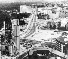Berlin in alten Bildern - Seite 25 - Berlin - Architectura Pro Homine West Berlin, Berlin Wall, East Germany, Berlin Germany, Cold War, Wwii, Places To Travel, Paris Skyline, Exterior