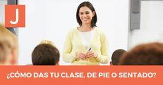 ¿Cómo es mejor dar una clase, de pie o sentado?