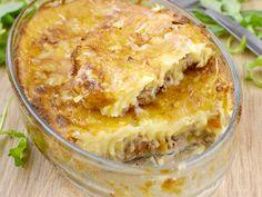 Viandes, pomme de terre, oignon, ail, fromage râpé, oeuf, crême fraîche, lait, bouillon, eau, persil, Poivre, beurre, muscade