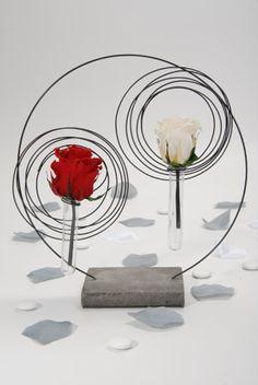 Centre de tables Flower Vases, Flowers, Decoration Table, Place Cards, Tables, Place Card Holders, Center Table, Wedding Ideas, Mesas