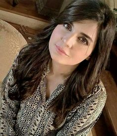 We choose some top Pakistani actress photos which are without makeup. Commonly every female celebs come to the public in makeup. Pakistani Models, Pakistani Girl, Pakistani Actress, Actress Without Makeup, Celebrity Singers, Indian Designer Outfits, Celebs, Celebrities, Hot Actresses