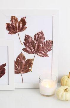 Ein einfaches Do It Yourself für den Herbst sind schöne Kupfer Herbstblätter im Bilderrahmen die das Zuhause verschönern.