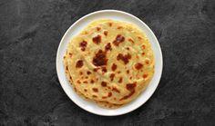 Lokše jsou bramborové placky, které se dělají na sucho a jako příloha k pečené huse nebo kachně se zelím jsou naprosto famózní! #recept #bramboroveplacky #brambory #knedlik #lokse #recipe #potatoe #dumpling Czech Recipes, Ethnic Recipes, Toast, Food And Drink, Polish, Vitreous Enamel, Nail Polish, Nail
