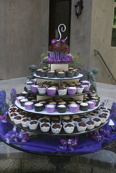 Nice stand. I like having the large base rather than setting the cupcakes on the table for the bottom tier