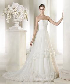 The versatility of the styles make this San Patrick bridal collection perfect for any bride! Check them out to get inspired for your big day! San Patrick, Wedding Dresses 2018, Wedding Dresses Plus Size, Bridal Dresses, Tulle, Mod Wedding, Beautiful Gowns, Bridal Collection, Marie