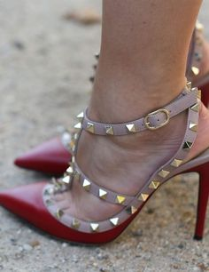 Valentino's heels married edgy studs with the posh appeal of a ladylike pump. Hot Shoes, Shoes Heels, Valentino Rockstud Shoes, Party Shoes, Beautiful Shoes, Fashion Shoes, Paris Fashion, Street Fashion, Me Too Shoes