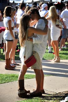 Kiss kiss on game day