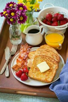 What Do The French Eat For Breakfast? French people eat toast, sandwiches, cake, muffin and different types of puffs. Either coffee or juice they want after having breakfast. Healthy Breakfast Menu, Breakfast Platter, Good Morning Breakfast, Breakfast Recipes, Romantic Breakfast, Breakfast In Bed, European Breakfast, Mothers Day Breakfast, Breakfast Quiche