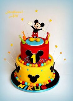 Mickey Mouse Cake by Alll Bolo Mickey Mouse by Alll Bolo Mickey Mouse by Alll O post Bolo Mickey Mouse by Alll apareceu primeiro na Paris Disneyland Pictures. Bolo Do Mickey Mouse, Mickey And Minnie Cake, Fiesta Mickey Mouse, Mickey Mouse Clubhouse Birthday Party, Mickey Cakes, Minnie Mouse Cake, Mickey Party, Elmo Party, Dinosaur Party