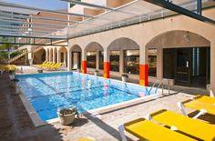 Je verblijft op basis van volpension in deze kleinschalige 3-sterren accommodatie, perfect gelegen, op slechts 200m van het strand en het centrum van de gezellige badplaats Monte Gordo, een geliefde winterbestemming onder Nederlanders, aan de Oostkust, vlakbij Spanje. Het sfeervolle Casablanca Inn hotel biedt een heerlijk verwarmd overdekt zwembad en Nederlandse tv. U kunt wandelend, per fiets of met openbaar vervoer de omgeving verkennen en schilderachtige dorpjes bezoeken.