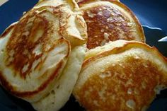 Banana pancakes - Last weekend we conducted a word association survey to decide which basic and necessary pancake recipe to run. As it turns out, just as many people want the best recipe for banana pancakes as they do Easy Banana Pancake Recipe, Banana Pancakes, Banana Recipes, Pancakes Easy, Breakfast Desayunos, Breakfast Recipes, Pancake Recipes, Good Food, Yummy Food