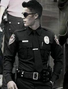 Justin Bieber in Police Uniform Security Uniforms, Police Uniforms, Police Officer Uniform, Justin Bieber, Hot Cops, Komplette Outfits, Hugh Dancy, Men In Uniform, Our Lady