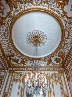 Le cabinet dor& dans les appartements priv& Palace of Versailles Dome Ceiling, Ceiling Detail, Ceiling Design, Roof Design, Wall Design, Chateau Versailles, Palace Of Versailles, Marie Antoinette, Luis Xiv