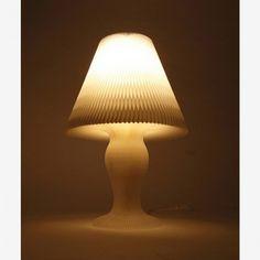 Lampenschirm Honeycomb von Kyouei Design, weiß. 70 €. www.designandmaison.com