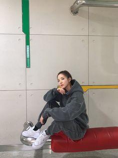Kpop Girl Groups, Kpop Girls, Multimedia, 2ne1 Dara, Sandara Park, Fandom, Twitter Update, Yg Entertainment, Bomber Jacket