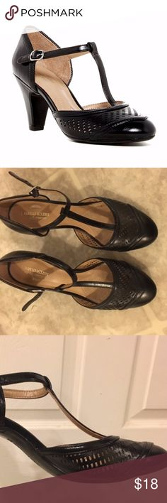 "Black t strap heels. Super cute T strap heels by Naturalizer.  Vintage style/feel.  Size 8.5.  Heel height approximately 3"". Naturalizer Shoes Heels"