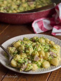 Gnocchetti crema di zucchine e prosciutto Italian Cooking, Italian Recipes, Pasta Recipes, Cooking Recipes, Rice Pasta, Prosciutto, Potato Salad, Food And Drink, Nutrition
