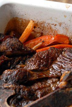 Saftig og godt. Foto: Lise von Krogh A Food, Good Food, Food And Drink, Crock Pot Slow Cooker, Crockpot, Pot Roast, Recipies, Food Porn, Lunch