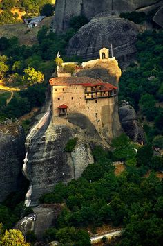 Greek Orthodox Monastery of St Nicholas Anapafsas, Meteora Mountains, Greece Beautiful Places To Visit, Beautiful World, Places To Travel, Places To Go, Greece Pictures, Kingdom Of Great Britain, Voyage Europe, Kirchen, Belle Photo