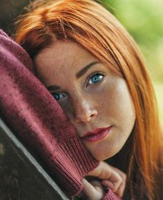 """yesgingerfriend: """"Feine Sommersprossen """" Discover tons of gorgeous redhead on Bonjour-la-Rousse Beautiful Freckles, Beautiful Red Hair, Gorgeous Redhead, Gorgeous Eyes, Beautiful Women, Redhead Girl, Brunette Girl, Red Hair Woman, Ginger Hair"""