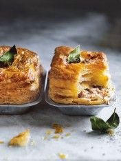 almond-milk-braised pork pies with caramelised fennel Beef And Ale Pie, Beef And Mushroom Pie, Quiches, Pork Recipes, Cooking Recipes, Pork Pie Recipe, Mince Recipes, Pastry Recipes, Gourmet