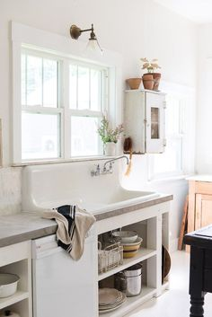 Vintage Kitchen vintage farmhouse sink in european style kitchen with concrete countertops Updated Kitchen, New Kitchen, Vintage Kitchen, Vintage Sink, Rustic Kitchen, Vintage Apron, Cozy Kitchen, Stylish Kitchen, Home Interior