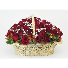 Hermosa canasta de rosas rojas