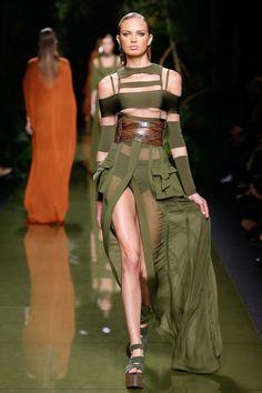 Balmain Spring 2017 Ready-to-Wear Fashion Show