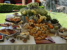 candy bar, mesa de carnes frias y servicio de pan para coffee break!
