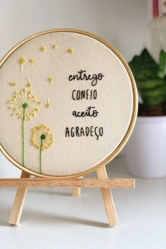 Crewel Embroidery, Embroidery Hoop Art, Hand Embroidery Patterns, Vintage Embroidery, Embroidery Designs, Diy Crafts Hacks, Embroidery On Clothes, Embroidery For Beginners, Needlework